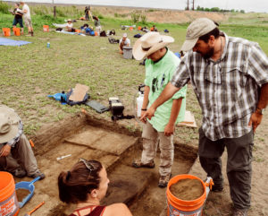 Associate Professor Jason LaBelle talking to students excavating at Fossil Creek in 2016.