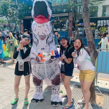 CSU students posing next to an inflatable dinosaur in Seoul
