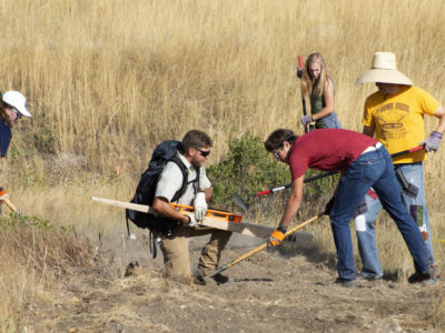 The Blake Leadership Scholars participating in a service project for National Public Lands Day. Photo by PHOCO.